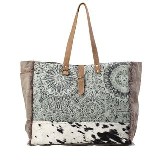 Handbags - 💥NEW💥 Boho Floral and Hair On Weekender Bag